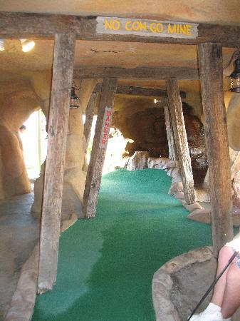 Congo River Golf: fun hole in a cave