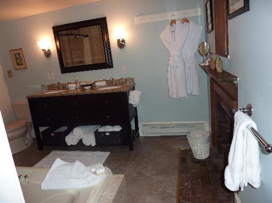 Amerscot House Inn: Conant bathroom