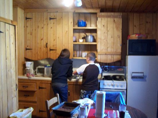 Three Bears Lodge: kids doing the dishes
