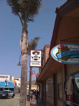 Harry's Night Club & Beach Bar: Outside The Bar