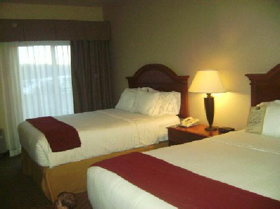 Holiday Inn Express Hotel & Suites Wausau: Double Queen Room on 1st Floor