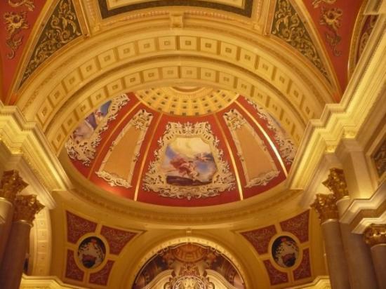 Casino at Venetian Macao: spectacular!