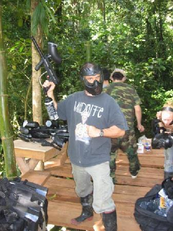 Paintball Costa Rica : I'm gonna getcha!