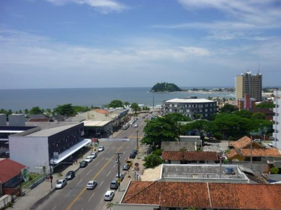 Guaratuba, PR: Avenida 29 de Abril e Praia Central ao fundo