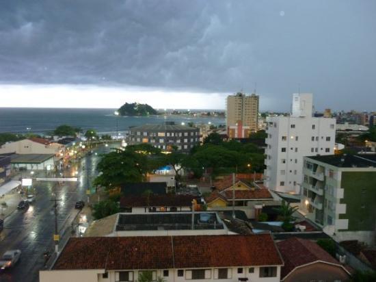 Chuvas de Guaratuba, diariamente após as 18h e antes das 22h. Sempre pontuais.