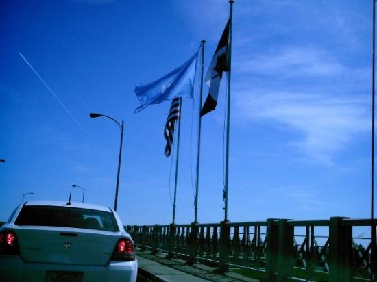 Peace Bridge: Re-entering the USA!