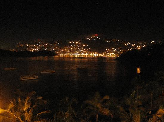 Marriott's Frenchman's Cove: Charlotte Amalie at night from the hotel