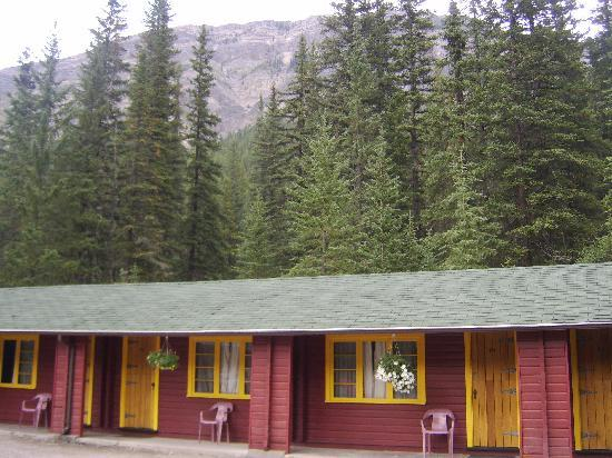 Miette Hot Springs Resort: the motel rooms