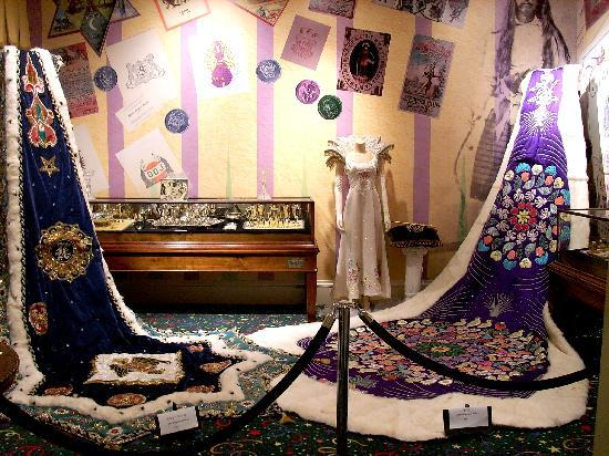 Mobile Carnival Museum: Finery