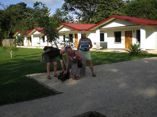 Roaring River Golf Course Accomodation: Cabanas