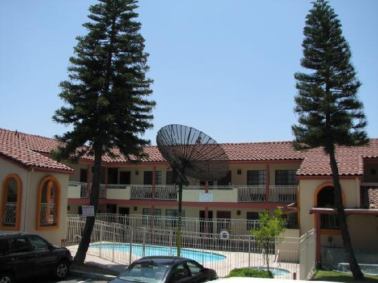 Best Inn & Suites: Outside View