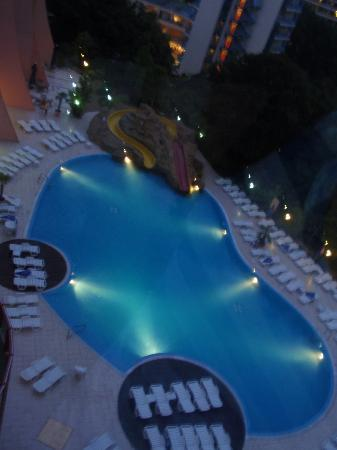 Helios Spa: Pool side view from the elevator