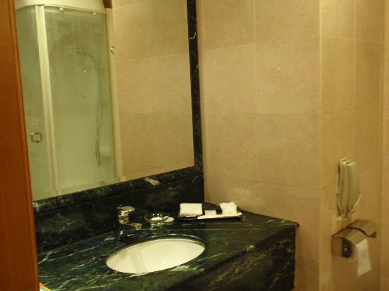 Best Western Plus Hotel Hong Kong: Bathroom