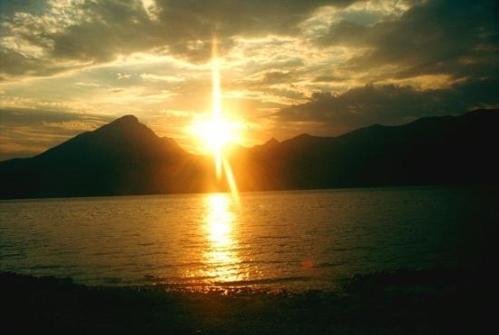 Torri del Benaco, Italia: Zonsondergang in Pai