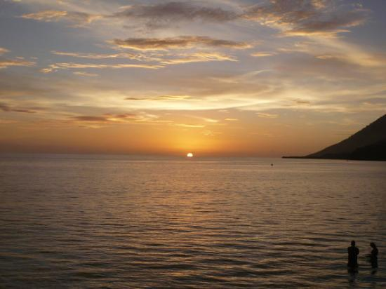 Bunaken Island, Indonesia: Beautiful sunset