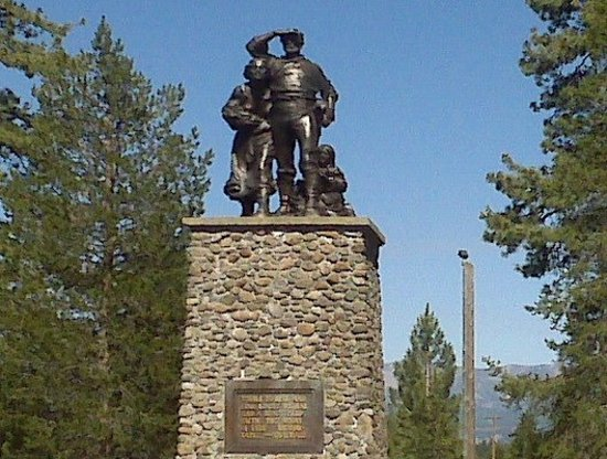 Donner Memorial State Park and Emigrant Trail Museum: A statue at the Donner Lake visitors' center.