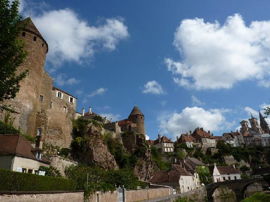 Ντιζόν, Γαλλία: Semur en Auxois medieval village tour Emotion - www.authentica-tour.com
