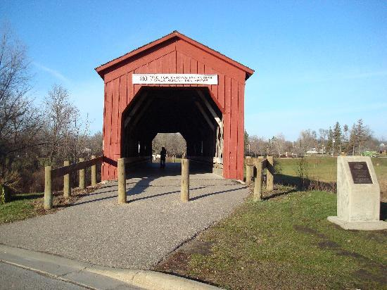 Americas Best Value Inn Zumbrota: Be sure to check out the covered bridge park.
