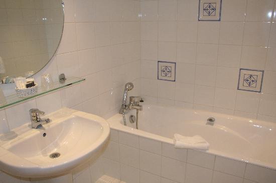 Hotel Atlantis Saint-Germain-des-Pres: バスルーム