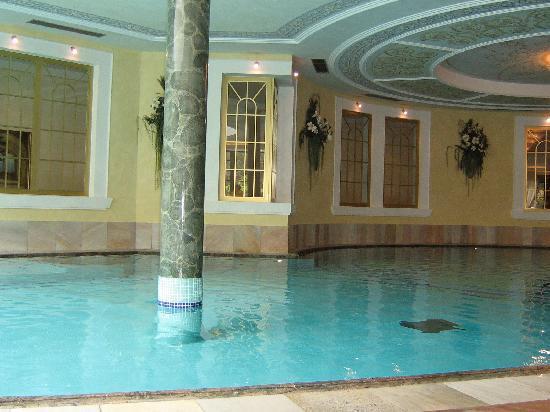 Cavallino Bianco Family Spa Grand Hotel : Piscina interna