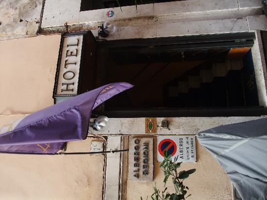 โรงแรมเดลเล เรจิโอนิ: Exterior entrance