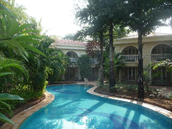 The Zuri White Sands Goa Resort & Casino: Seitenarm des Hauptpools