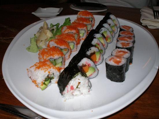 Oishi Japanese Restaurant: Combination Plate of Sushi