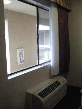 Chula Vista Inn: Wall AC/heater unit
