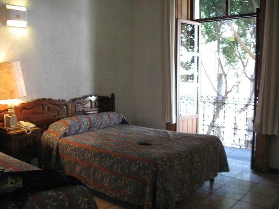 Hotel Colonial de Puebla: Our room