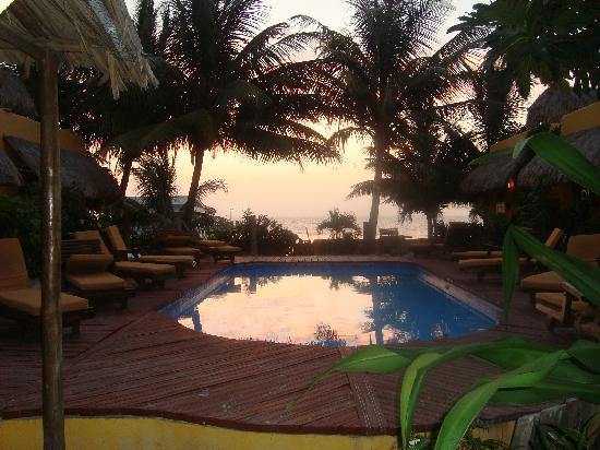 Seaside Cabanas: Pool area at dawn