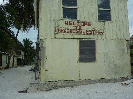 Lorraine's Guest House: entrance