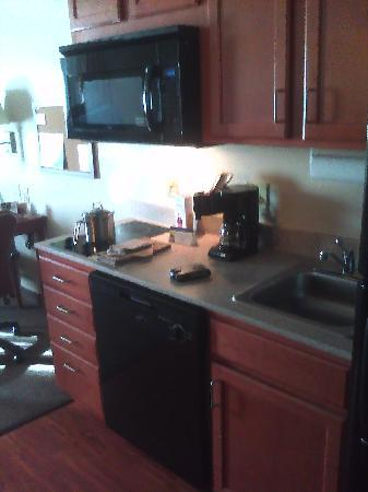 Candlewood Suites Indianapolis Northwest: The Kitchen area of the suite