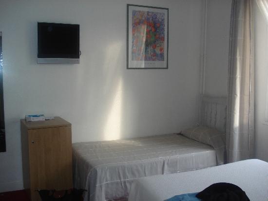 Brit Hotel Marbella : Suite dela chambre Triple
