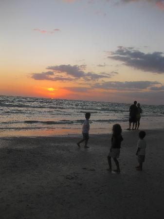 Tropical Beach Resorts: Sunset on Crescent Beach