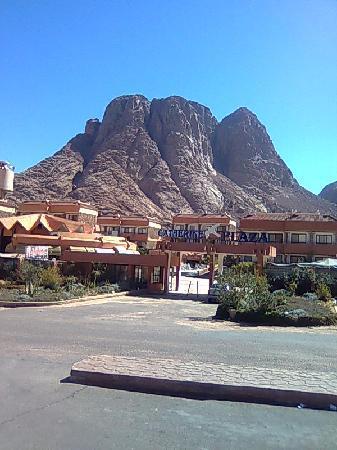 Catherine Plaza Hotel: Vista de la entrada al Hotel. Maravilloso entorno