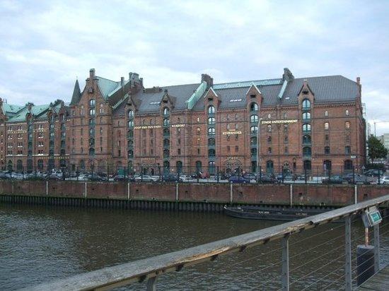 Port of Hamburg: Elbe, view to the speicherstadt, Hamburg