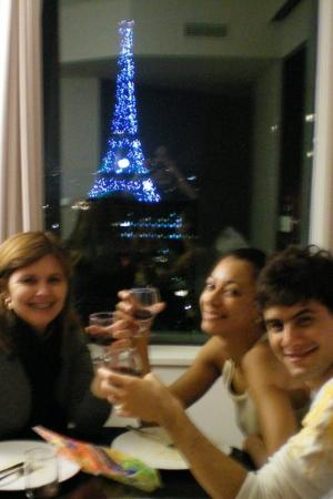 Adagio Paris Tour Eiffel : Friends in a unforgettable night.Beto and Mariana.