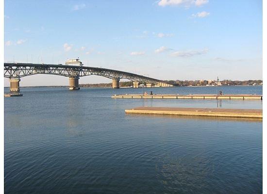 ยอร์กทาวน์, เวอร์จิเนีย: Coleman bridge.