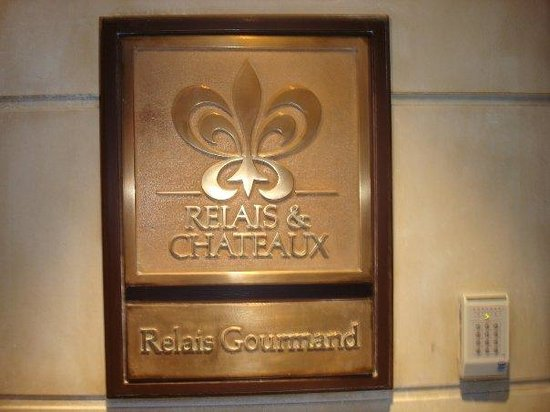 Le salon lalique photo de maison rostang paris for Restaurant michel rostang