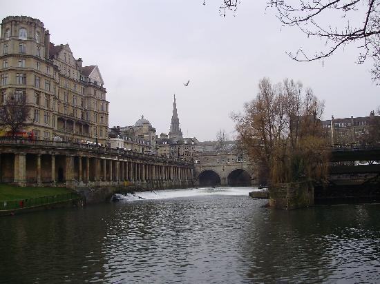 Albany Guest House: Pulteney bridge.