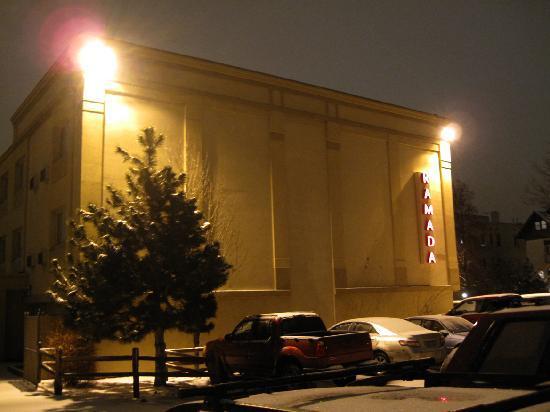 Ramada Denver Downtown: Ramada parking lot