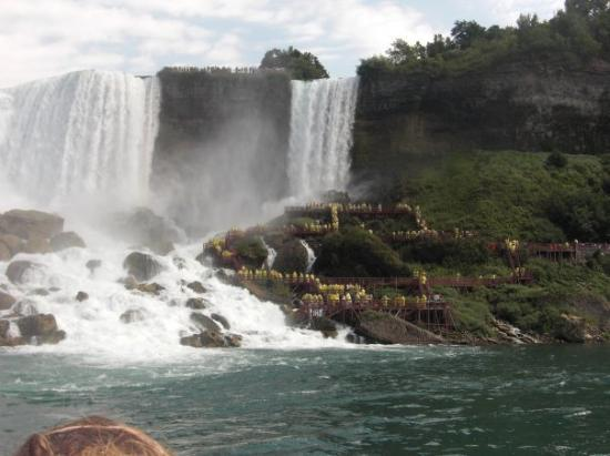 Bridal Veil Falls: A great view of the 5 decks of Cave of the Winds.