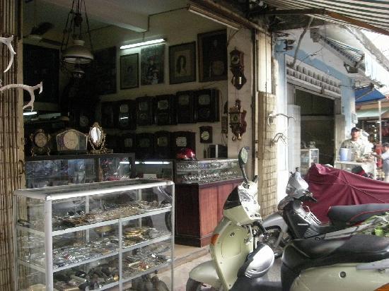 Antique Street : 古い時計を売るお店