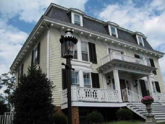 Chestnut Hill Bed & Breakfast Inn: Gas Lantern