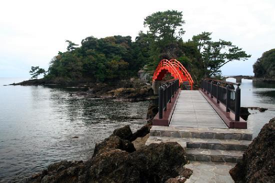 Sado, Japan: 経島に掛かる太鼓橋