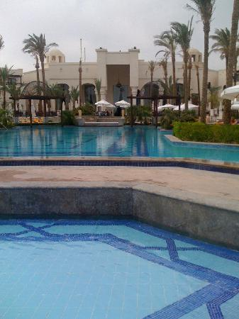 The Palace Port Ghalib: L'enorme piscina..