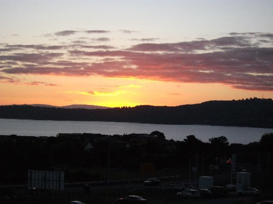 Hilton Lake Taupo: Sunset from our balcony over Lake Taupo