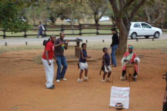 Kapama Private Game Reserve, Sør-Afrika: Y se le unieron otros tipos ahi tambien