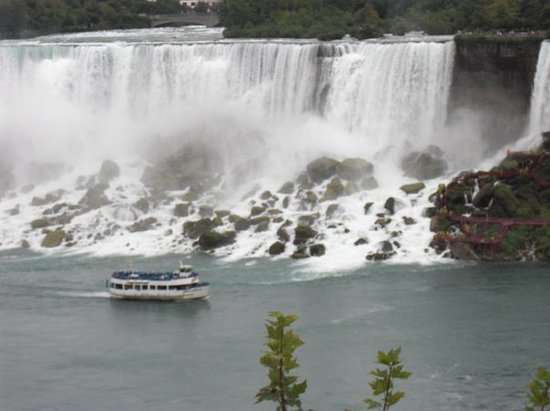 Bridal Veil Falls: A view of the Maid of the Mist going by the Bridal Falls on it's way to the Horseshoe Falls.