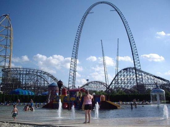 Sandusky, Ohio: Cedar Point the view from the kiddie pool